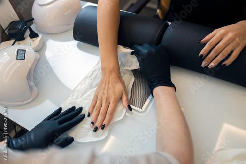 Obraz na plátně Luxury Spa Spa paraffin hand treatment process