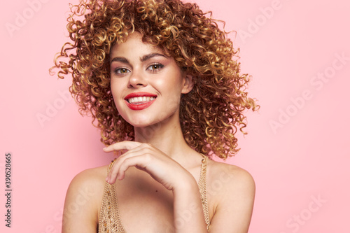 Charming model Smile red lips curly hair charm sequin shirt Fotobehang