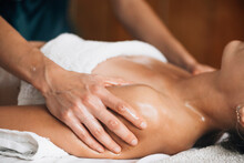 Ayurvedic Shoulders Massage Wi...