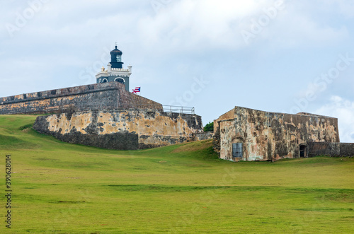 Foto bastion lighthouse and walls of el morro