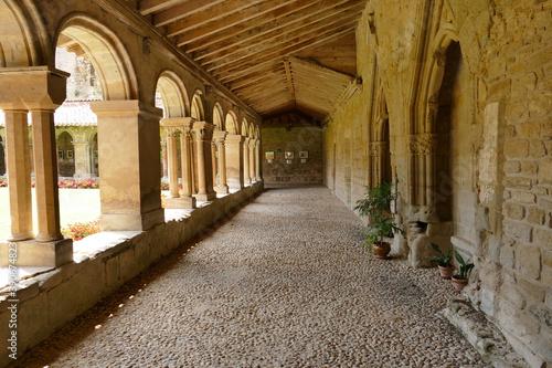 Le cloître de l'ancienne cathédrale Saint-Papoul Canvas
