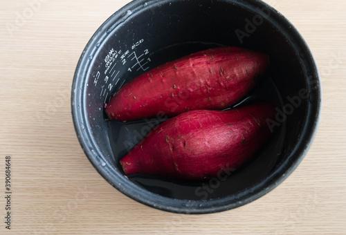 Tablou Canvas 炊飯器で蒸す前のさつま芋