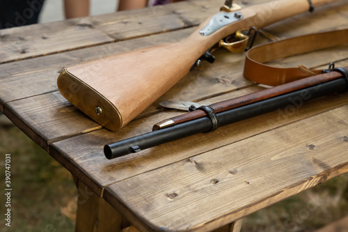 Photo medieval weapon musket butt and smoothbore muzzle on a wooden table