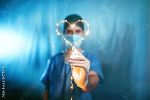 Medico o infermiere con simbolo del cuore a Natale Slika na platnu