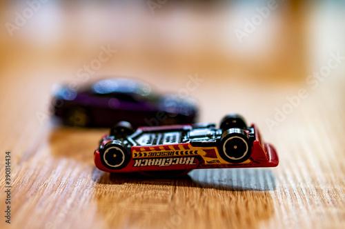 Платно POZNAN, POLAND - Oct 13, 2020: Mattel Hot Wheels car lying upside down