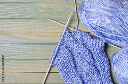 Balls of blue yarn and knitting needles Fototapet