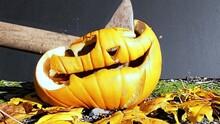 Das Ende Von Halloween Dargestellt Mit Einem Kürbis Der In Zeitlupe Zerstört Wird