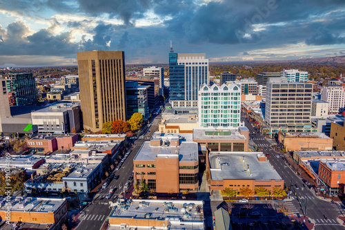 Streets of downtown Boise feed through tall buildings Fotobehang