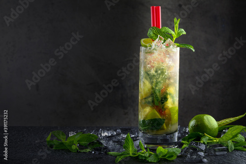 Lime mojito in transparent glass on dark background Fotobehang