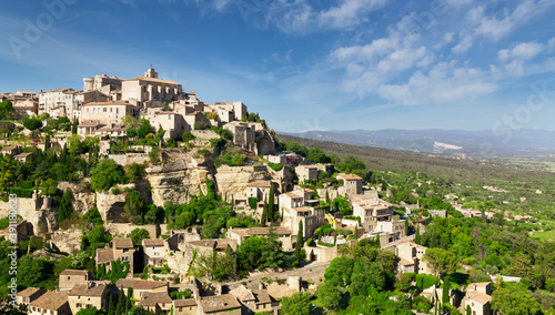 Photo View of hilltop village Gordes in Provence, France