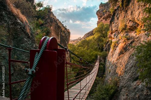 Photo Paseo de Puente Colgante en Los Cahorros en Granada al sur de España