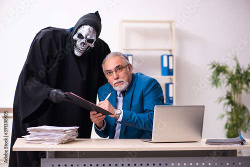 Valokuvatapetti Old businessman employee getting deal with the devil