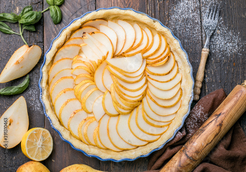 Papel de parede La Tarte Bourdaloue - French pear tart or pie with fresh pear fruits
