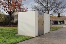 WC Publics Vus De L'extérieur, Ville De Corbas, Département Du Rhône, France