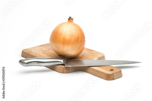 close up of sliced Ripe onion and whole red onion on a wooden ta Fototapet