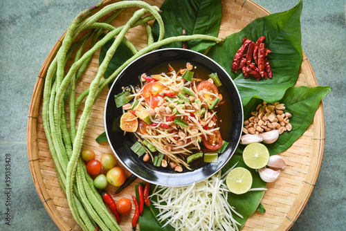 Papel de parede Thai food top view - papaya salad spicy with yardlong bean herbs