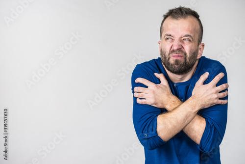 Fotografía Man feeling cold gesturing