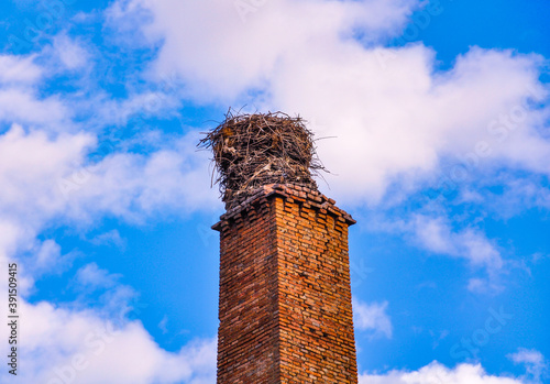 Canvastavla Old chimney  with storks nest in Puertollano, Ciudad Real, Spain