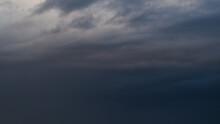 Ciel Sombre Et Envahissant.  I...