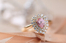 The Pink Diamond Ring For Wedd...