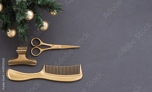 Photo Banner with hairdressing tools in gold color and a Christmas tree on a dark gray background