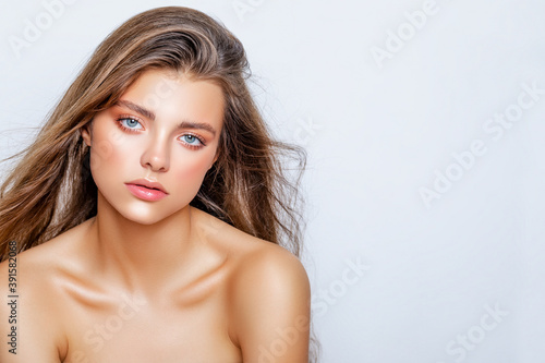 Fotografía Fashion Beauty portrait of young caucasian model with natural make-up