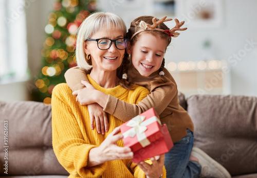 Canvastavla Happy family on Christmas morning