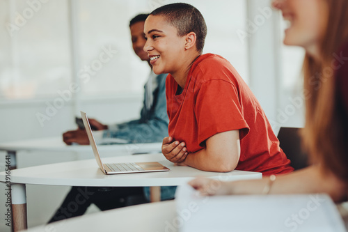 Fotografía Smiling girl in university classroom
