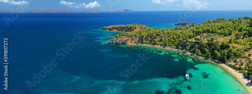 Aerial ultra wide panoramic view of tropical paradise rocky bay visited by sailb Fototapet