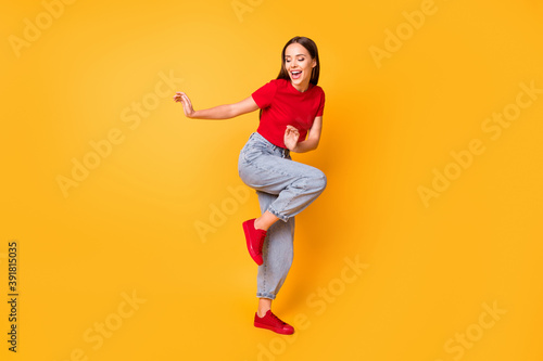 Canvastavla Full length photo of dancing lady at students party wear red crop top jeans shoe