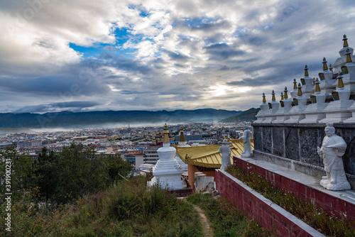 Fotografia Panoramic view of Shangri-La at Baita Temple, Shangri-La, Yunnan, China