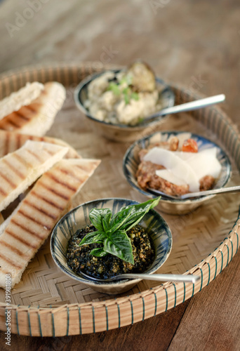 Papel de parede turkish meze vegetarian tapas snack platter on rustic wood table