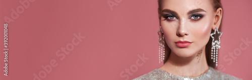 Photo Portrait beautiful woman with jewelry