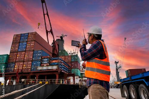 Engineers and crane Fotobehang