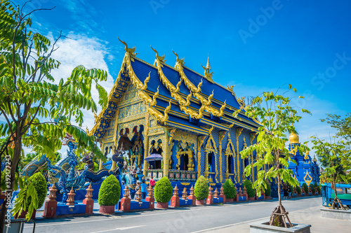 Photo Wat Rong Seur Ten or Blue Temple is a famous temple and is a major tourist attraction of Chiang Rai Province, Thailand