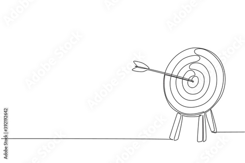 One continuous line drawing of arrow was shot bullseye to archery target board Fototapeta