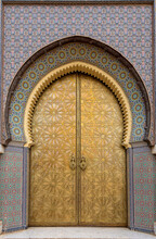Beautiful Details Of Bab Majzen Door Of Ornate Golden Metal On The Entrance Gates To The Royal Palace In Fes, Morocco ( Fez ). Ornamented Geometric Pattern And Handles Or Knockers Of Dar Al-Makhzen