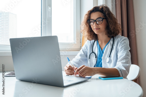 Photo Female doctor wear white medical robe make online video call consult patient