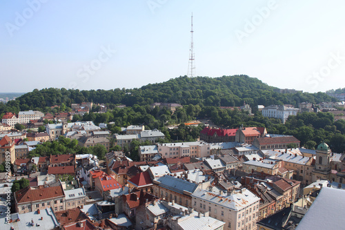 Fotografía View from the height of the City Hall to the buildings and roofs of Lviv