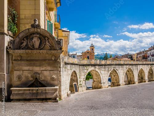 Foto Panoramic view of Sulmona historical center and its roman aqueduct, Abruzzo regi