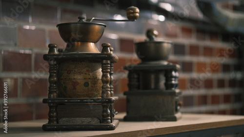 Foto antique coffee grinders with beautiful globe design