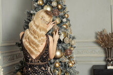 Christmas Woman Back With Long Curly Blonde Hairstyle With Hairdeco