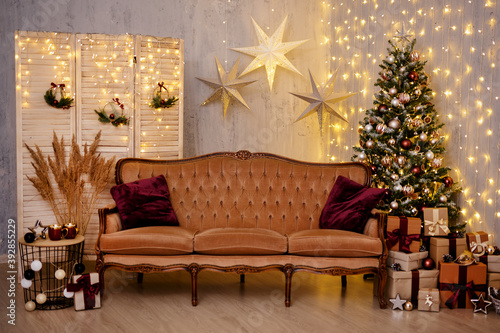 Leinwand Poster Christmas background - decorated living room with Christmas tree, vintage sofa,