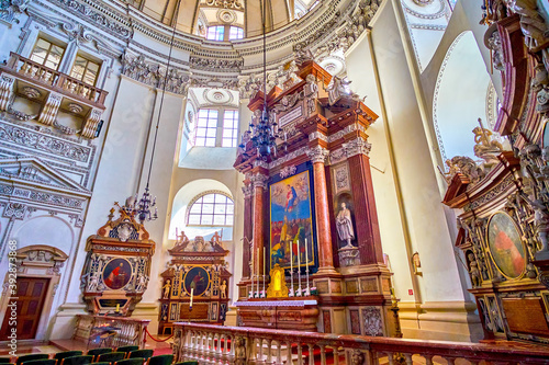 Fotomural The Altar of Salzburg Cathedral, Austria