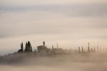 Alba Con Nebbia Colline Toscan...