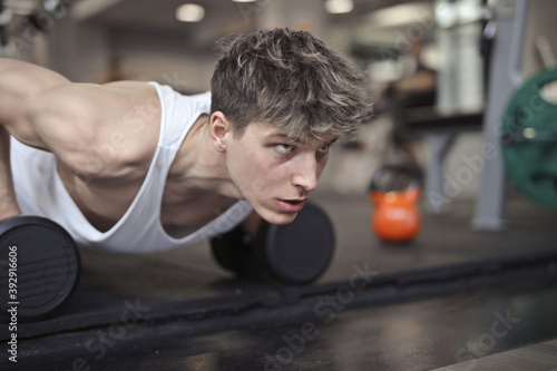 Canvas young man during a flexion in the gym