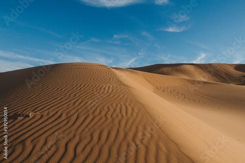 landscape with desert dunes and blue sky Billede på lærred