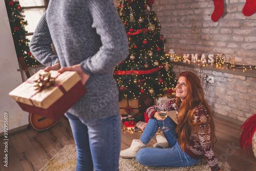 Fotografering Boyfriend surprising girlfriend with Christmas present