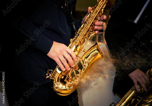 Fényképezés closeup saxophone disperse dust effect player palys his solo
