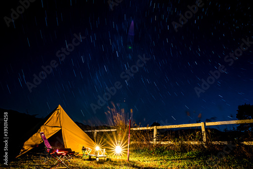 星空とテント Fotobehang